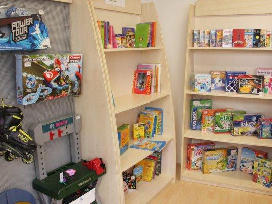 Bücher- und Spieleecke in der Wühlmaus - Spielecke - und Bücher in der Wühlmaus